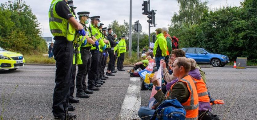 Protestors block the M25