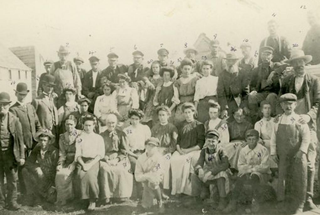 Factory workers around nineteenth century